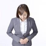 Woman dressed in the suit Bowスーツ姿の女性 お辞儀