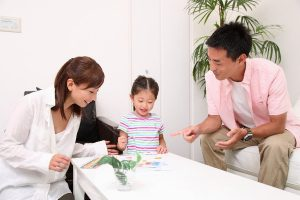 Parent and child to chat in the dining