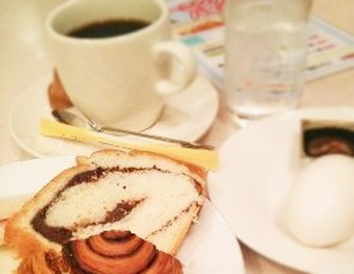 Coffee and breadコーヒーとパン