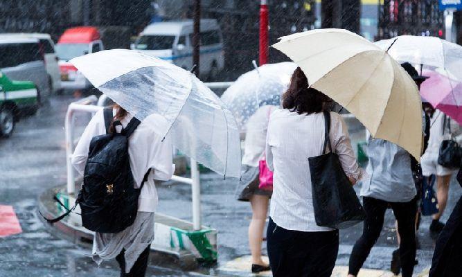 通勤時のゲリラ豪雨対策グッズ6選!突然の雨もこれでバッチリ!